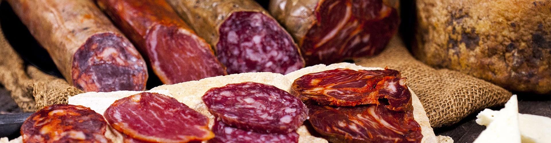 Embutidos ibéricos de Extremadura de Montánchez. Lomo, chorizo,